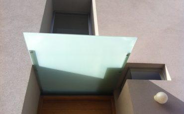 גגון זכוכית מעוצב, גגון לדלת כניסה , גגון כניסה לבית