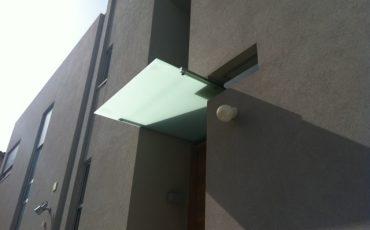 גגון זכוכית קטן, גגון לדלת כניסה , גגון כניסה לבית