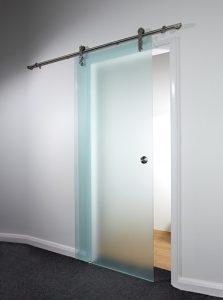 דלת הזזה מזכוכית