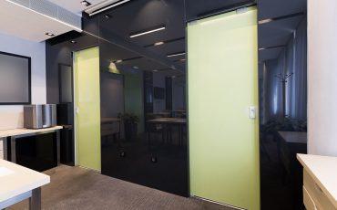 דלתות פנים מזכוכית למשרדים