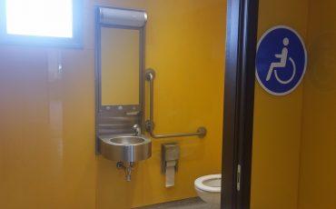 חיפוי קירות שירותים