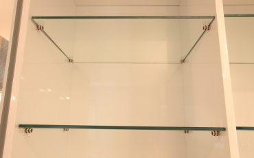 מדפי זכוכית