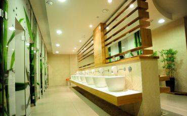 מראה מעוצבת בשירותים