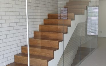 עיצוב מעקות זכוכית
