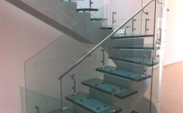 כיצד מדרגות מזכוכית משדרגות את מראה הבית?