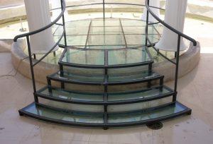 מדרגות זכוכית מרחפות