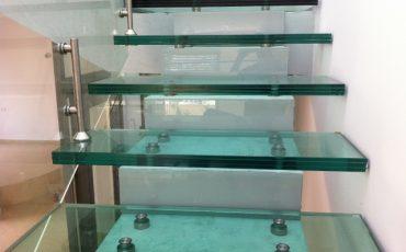 מדרגות בזכוכית איכותיות