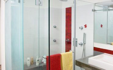 דלת זכוכית למקלחת