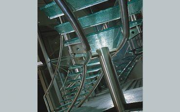 מדרגות מעוצבות מזכוכית