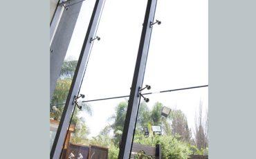 ויטרינה זכוכית, קיר זכוכית