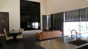 טרנדים עיצוביים עם זכוכית בבית