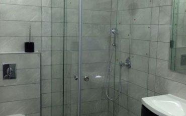 מקלחון פינתי לבית