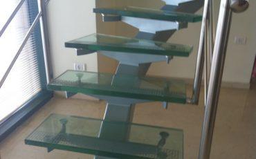 מדרגות זכוכית איכותיות לבית