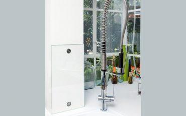 חיפוי זכוכית למקומות ייחודיים במטבח, חיפוי קיר למטבח