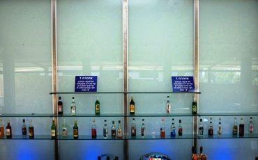 סגירת חזית לבר משקאות מזכוכית